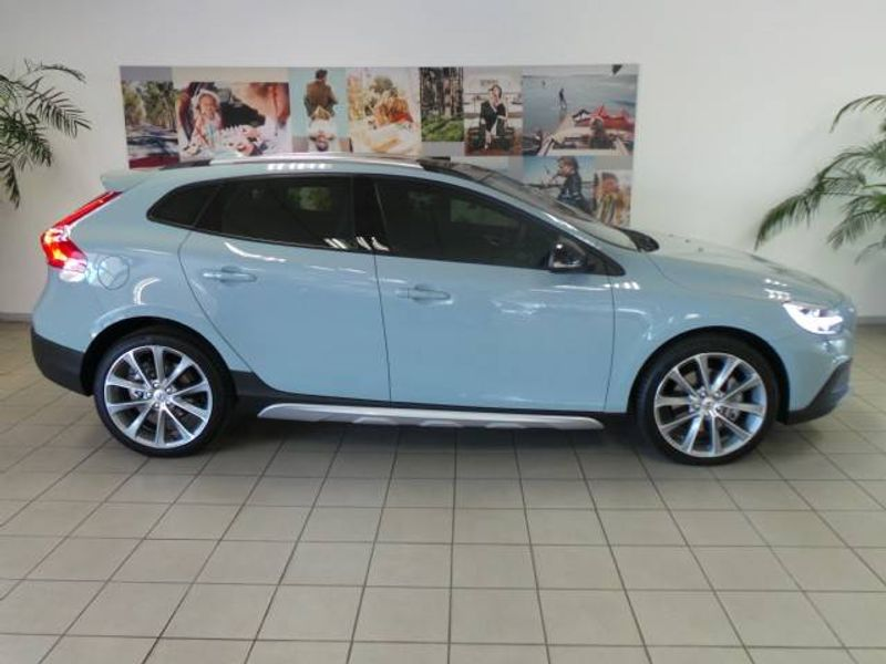 Used Volvo V40 Cc T4 Inscription Geartronic For Sale In