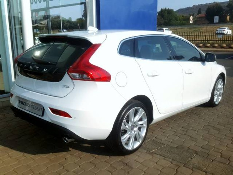 used volvo v40 d3 momentum geartronic for sale in gauteng id 1621858. Black Bedroom Furniture Sets. Home Design Ideas