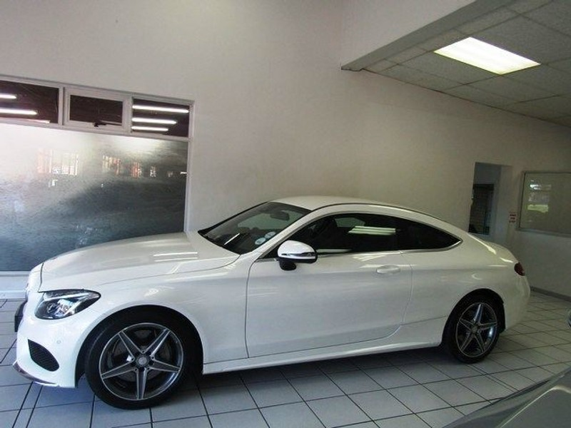 Used mercedes benz c class c300 coupe demo vehicle with for Mercedes benz demo cars