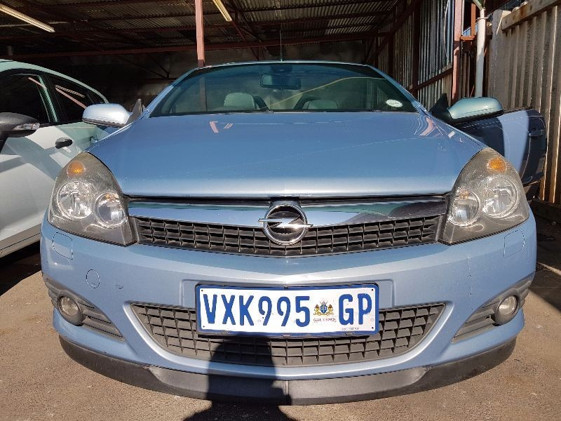 used opel astra twintop 1 8 enjoy for sale in gauteng id 1632237. Black Bedroom Furniture Sets. Home Design Ideas