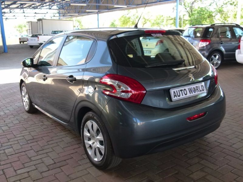 used peugeot 2008 1 2 vti access for sale in north west province id 1633619. Black Bedroom Furniture Sets. Home Design Ideas