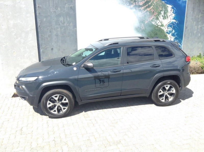 used jeep cherokee 3 2 trailhawk auto for sale in western cape id 1637200. Black Bedroom Furniture Sets. Home Design Ideas