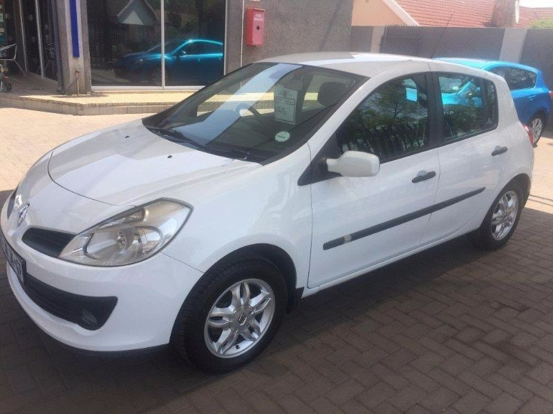 used renault clio iii 1 4 expression 5dr for sale in gauteng id 1640517. Black Bedroom Furniture Sets. Home Design Ideas