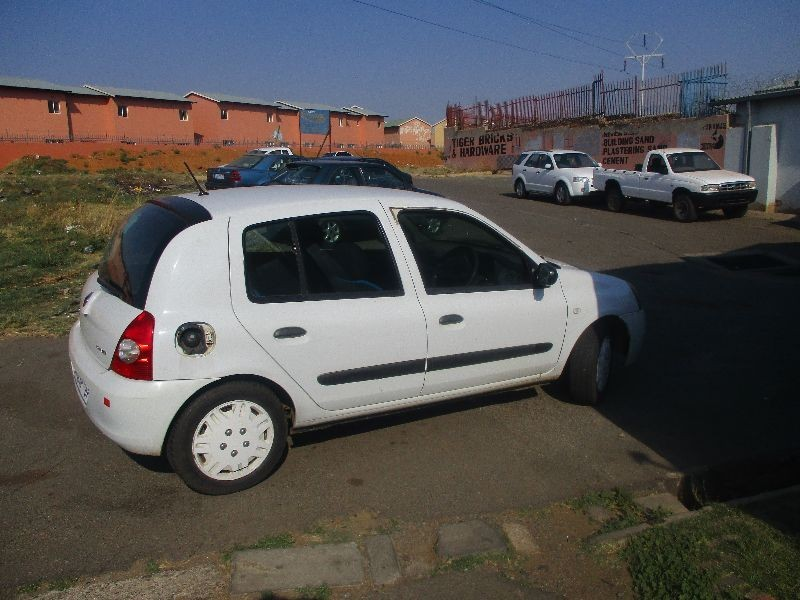used renault clio iii 1 4 expression 5dr for sale in gauteng id 1640635. Black Bedroom Furniture Sets. Home Design Ideas