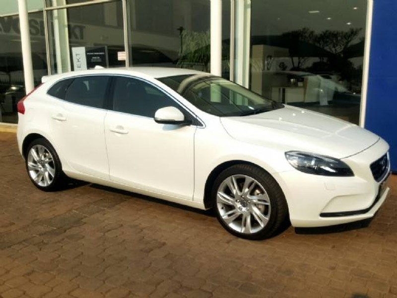 used volvo v40 d3 momentum geartronic for sale in gauteng. Black Bedroom Furniture Sets. Home Design Ideas