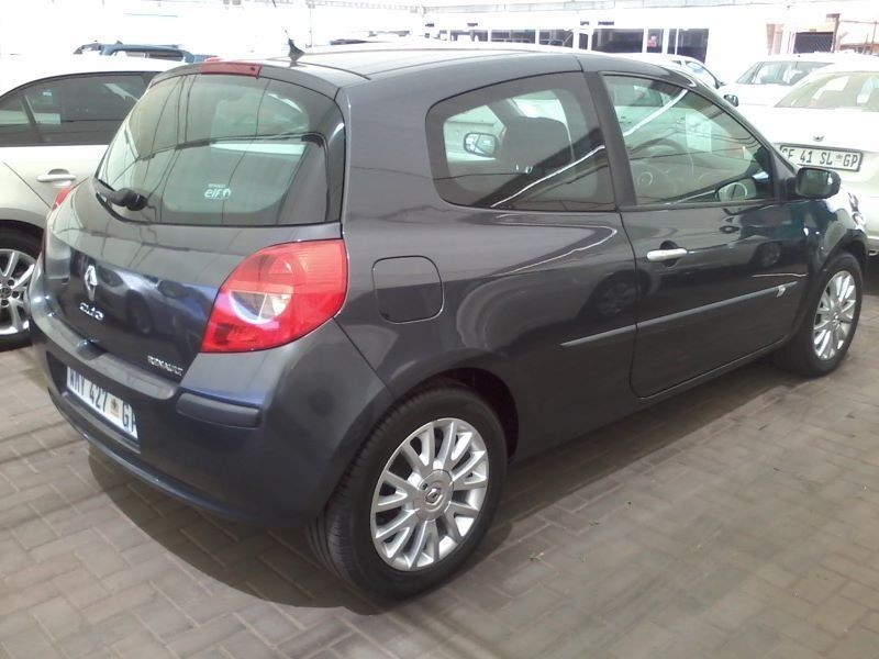 used renault clio iii 1 6 expression 5dr for sale in gauteng id 1655809. Black Bedroom Furniture Sets. Home Design Ideas