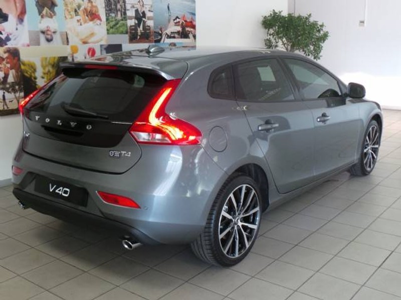 used volvo v40 t4 momentum geartronic for sale in gauteng id 1702282. Black Bedroom Furniture Sets. Home Design Ideas
