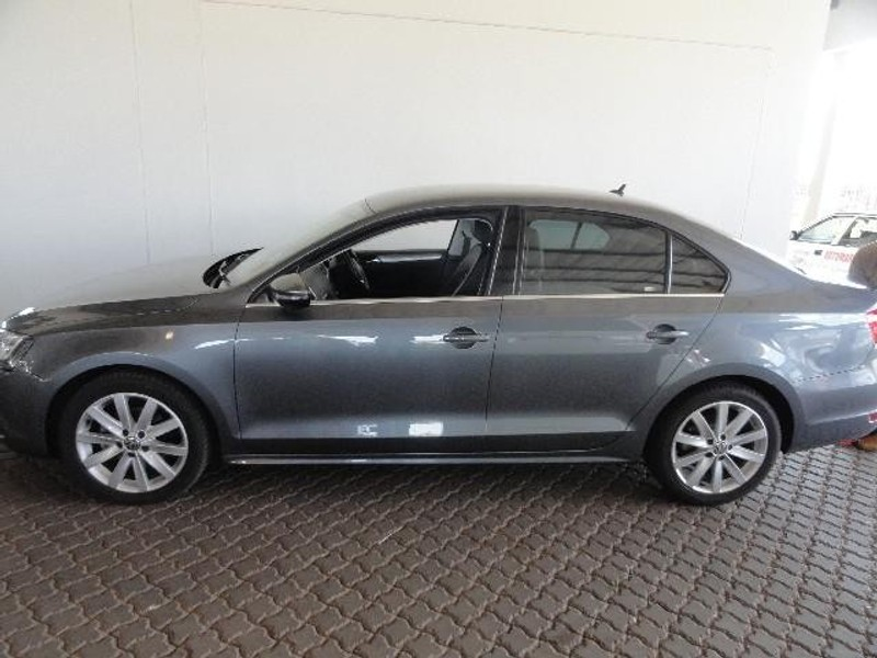 used volkswagen jetta vi 2 0 tdi highline for sale in. Black Bedroom Furniture Sets. Home Design Ideas