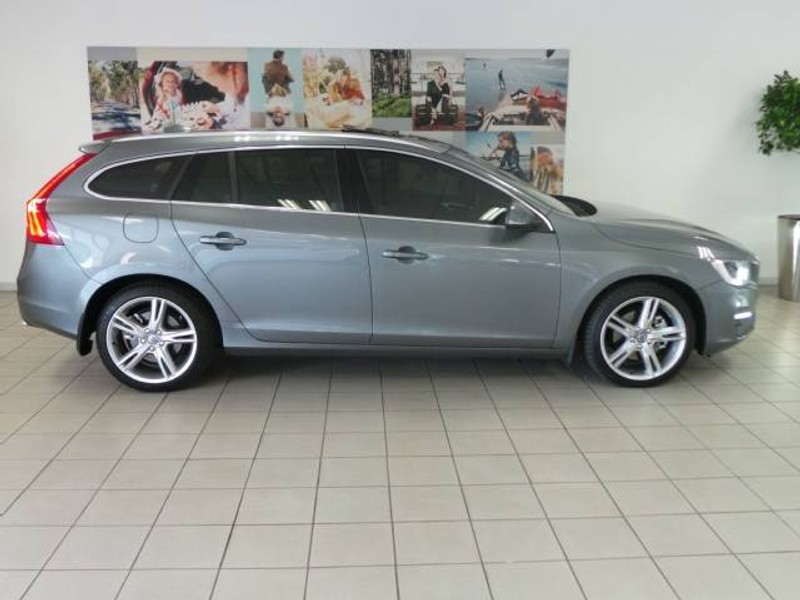 used volvo v60 d4 momentum geartronic for sale in gauteng. Black Bedroom Furniture Sets. Home Design Ideas