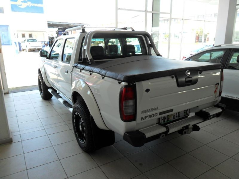 used nissan hardbody np300 4x4 double cab bakkie for. Black Bedroom Furniture Sets. Home Design Ideas