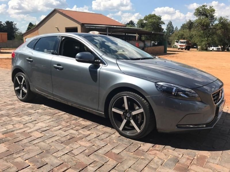 used volvo v40 d3 momentum geartronic for sale in gauteng id 1756460. Black Bedroom Furniture Sets. Home Design Ideas