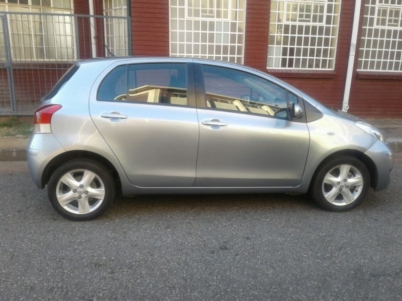 used toyota yaris 1 3 5 door for sale in gauteng id 1766447. Black Bedroom Furniture Sets. Home Design Ideas