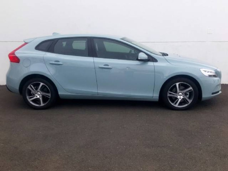 used volvo v40 d2 momentum for sale in gauteng id 1795274. Black Bedroom Furniture Sets. Home Design Ideas