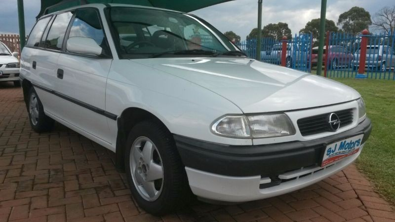 used opel astra 160i estate a c for sale in north west province id 1815219. Black Bedroom Furniture Sets. Home Design Ideas