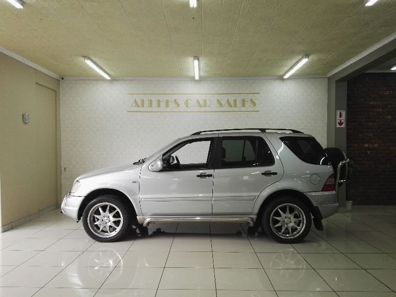 Used mercedes benz m class ml270 cdi automatic 7 seater for Mercedes benz 2 seater