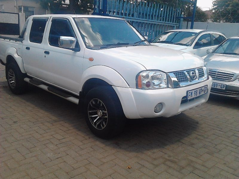 used nissan hardbody np300 4x4 double cab bakkie for sale in gauteng id 1829169. Black Bedroom Furniture Sets. Home Design Ideas
