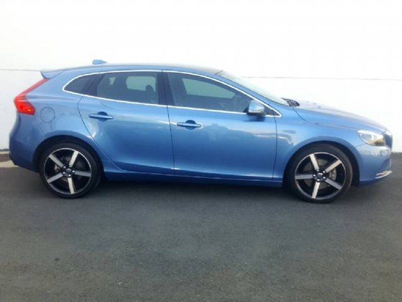 used volvo v40 t4 inscription geartronic for sale in gauteng id 1909788. Black Bedroom Furniture Sets. Home Design Ideas