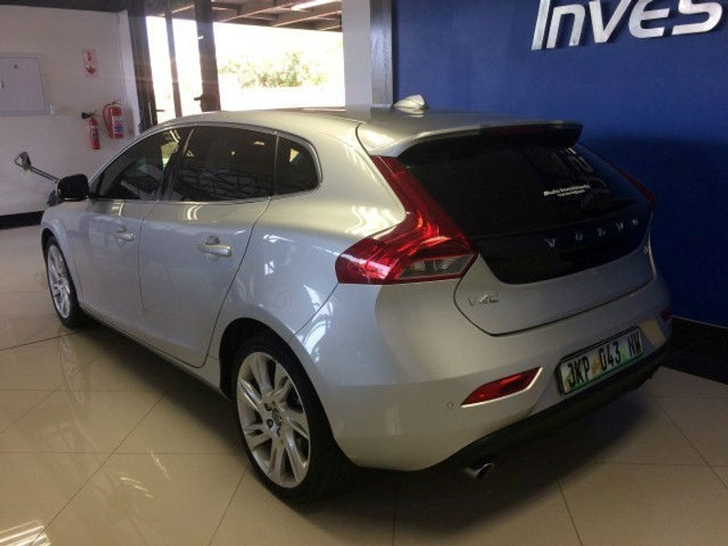 how to use phone in volvo v40