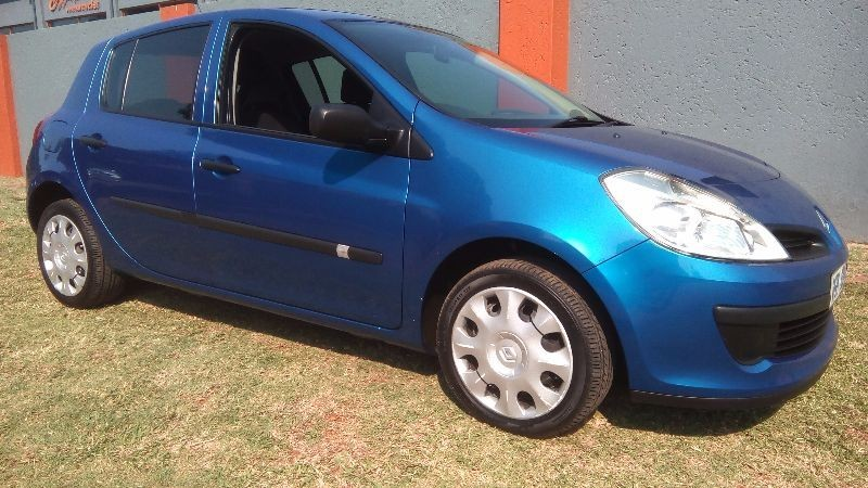 used renault clio iii 1 6 expression 5dr for sale in gauteng id 1921520. Black Bedroom Furniture Sets. Home Design Ideas