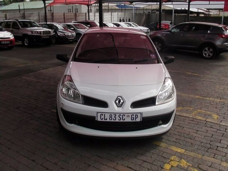 used renault clio iii 1 6 expression 5dr for sale in gauteng id 1931139. Black Bedroom Furniture Sets. Home Design Ideas