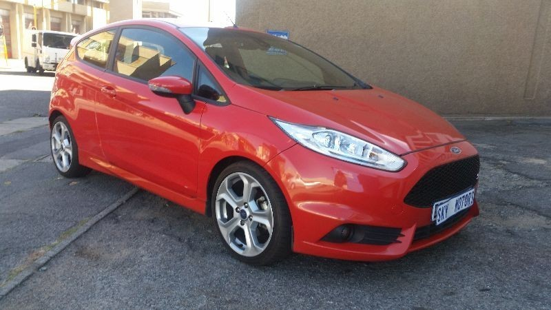 used ford fiesta st 1 6 red fire pumped up with speed for sale in gauteng id. Black Bedroom Furniture Sets. Home Design Ideas