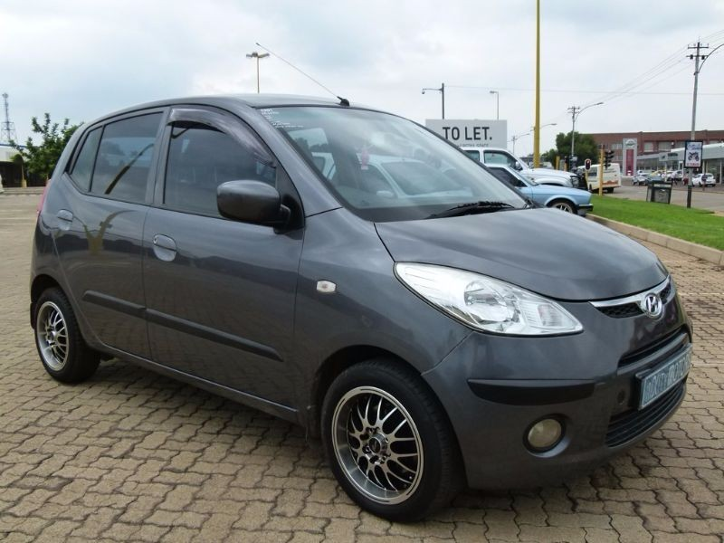 used hyundai i10 1 1 gls for sale in north west province id 1941110. Black Bedroom Furniture Sets. Home Design Ideas