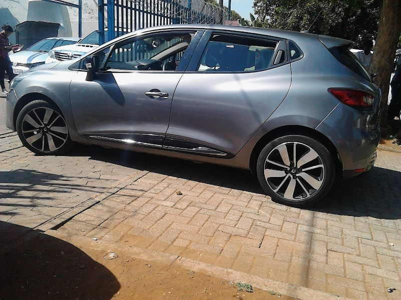 used renault clio 1 6 privilege 5dr for sale in gauteng id 1945660. Black Bedroom Furniture Sets. Home Design Ideas
