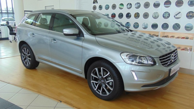 used volvo xc60 t5 momentum sportpack for sale in. Black Bedroom Furniture Sets. Home Design Ideas