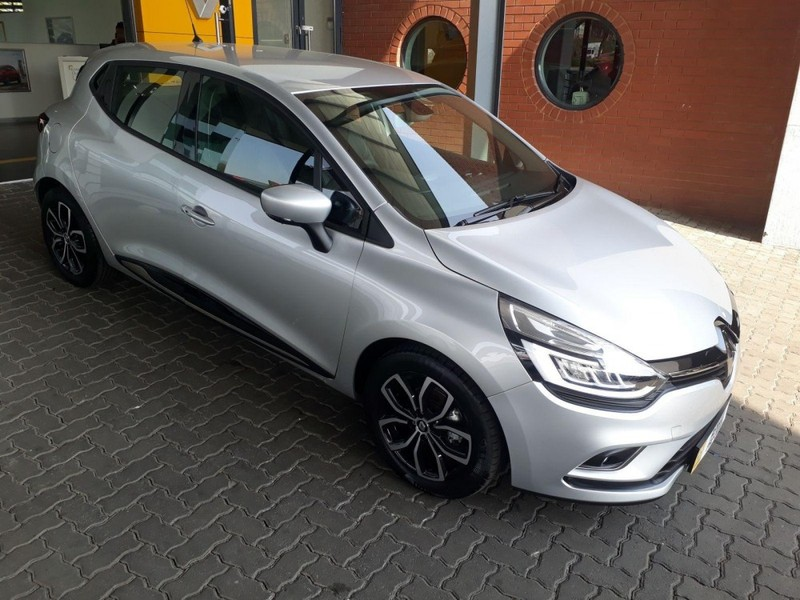 used renault clio iv 900 t dynamique 5 door 66kw for sale in gauteng id 2075428. Black Bedroom Furniture Sets. Home Design Ideas