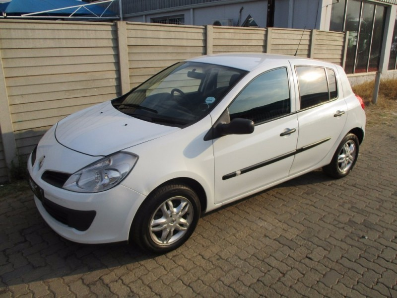 used renault clio iii 1 6 expression 5dr for sale in gauteng id 2087550. Black Bedroom Furniture Sets. Home Design Ideas