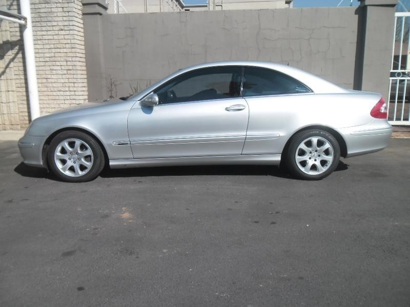 Used mercedes benz clk class clk 320 coupe a t for sale in for 2004 mercedes benz clk500 coupe