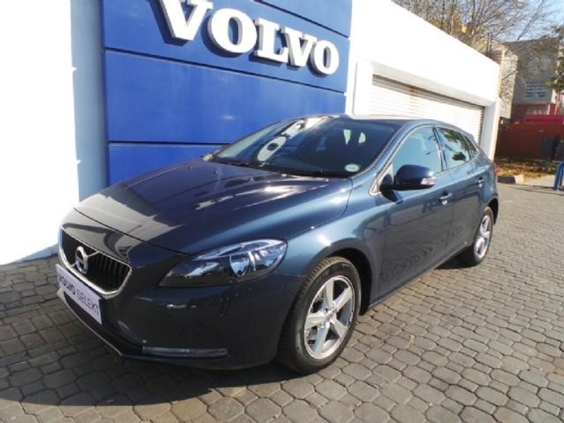 used volvo v40 t3 kinetic for sale in gauteng id 2124586. Black Bedroom Furniture Sets. Home Design Ideas