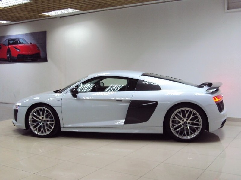 used audi r8 v10 plus 5 2 fsi quattro s tronic 8000kms for sale in gauteng id 2143492. Black Bedroom Furniture Sets. Home Design Ideas
