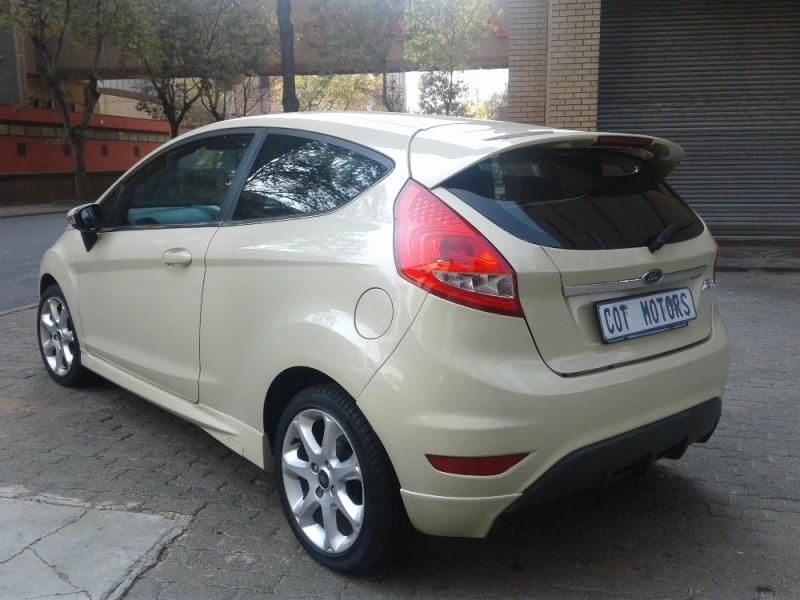 used ford fiesta 1 6 ambiente for sale in gauteng id 2162430. Black Bedroom Furniture Sets. Home Design Ideas