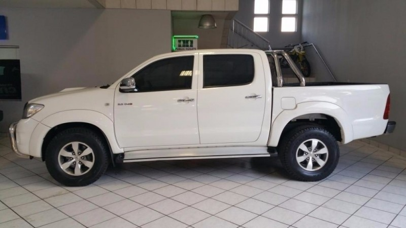 used toyota hilux 3 0 d 4d raider r b p u d c for sale in gauteng   cars co za id 2318794