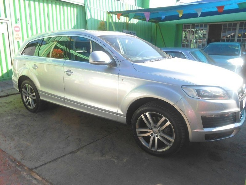 used audi q7 4 2 fsi v8 quattro tip for sale in gauteng id 2342392. Black Bedroom Furniture Sets. Home Design Ideas