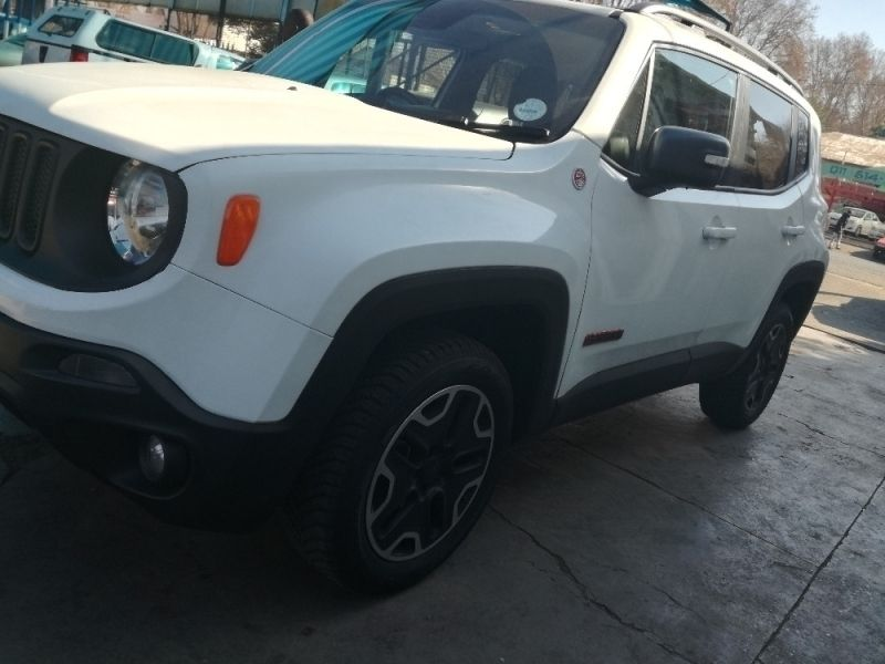 used jeep renegade 4x4 for sale in gauteng id 2357468. Black Bedroom Furniture Sets. Home Design Ideas