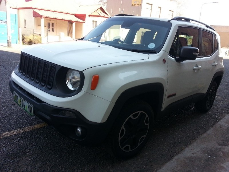 used jeep renegade 2 4 trailhawk auto for sale in gauteng id 2362392. Black Bedroom Furniture Sets. Home Design Ideas