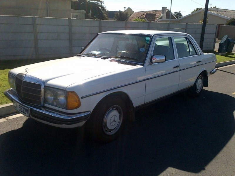 Used mercedes benz e class 300 d a c w123 for sale in for Mercedes benz c class 300 for sale