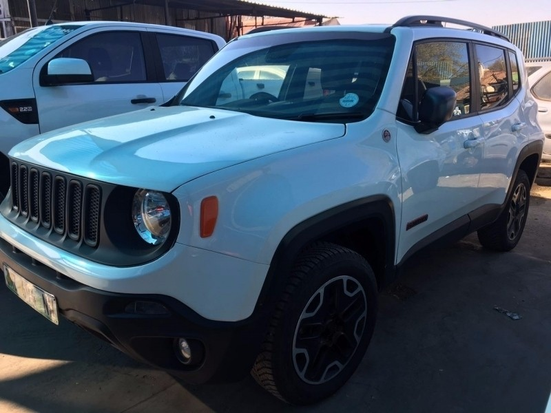 used jeep renegade 2 4 trailhawk auto for sale in gauteng id 2440020. Black Bedroom Furniture Sets. Home Design Ideas