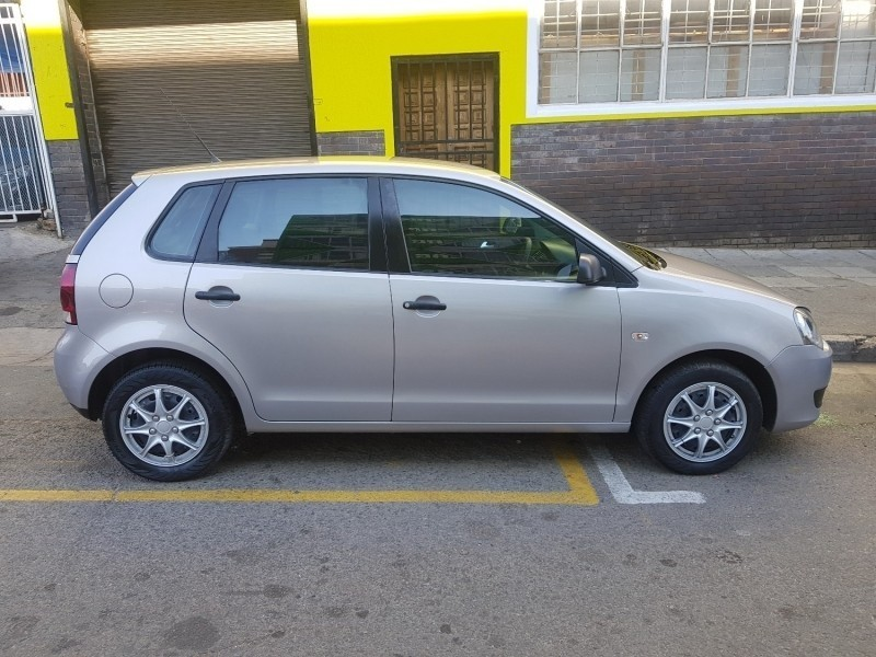 used volkswagen polo 1 6 comfortline 5dr sunroof leather interior for sale in gauteng cars. Black Bedroom Furniture Sets. Home Design Ideas