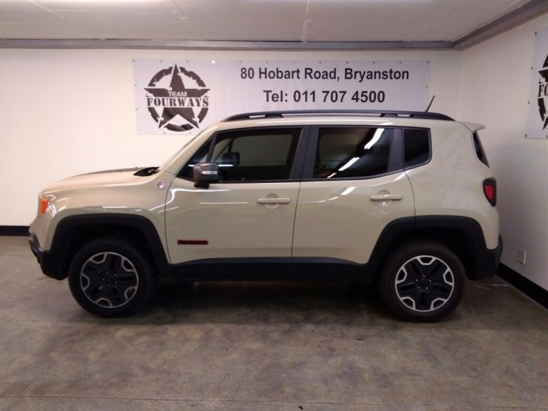 used jeep renegade 2 4 trailhawk auto for sale in gauteng id 2477558. Black Bedroom Furniture Sets. Home Design Ideas