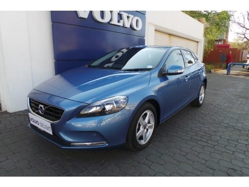 used volvo v40 d2 kinetic for sale in gauteng id 2479072. Black Bedroom Furniture Sets. Home Design Ideas