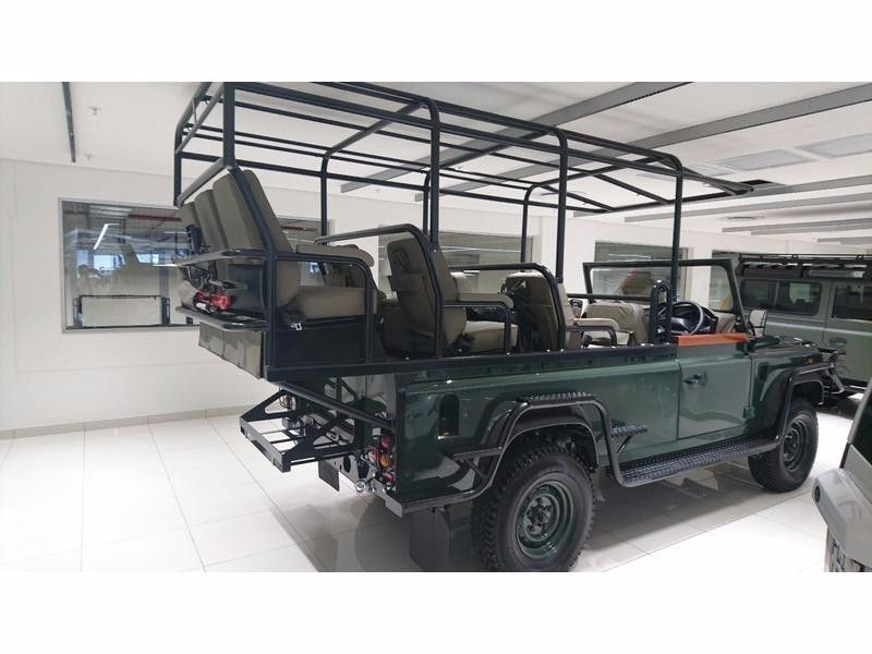 used land rover defender 2016 brand new game viewer 0614615315 for sale in gauteng. Black Bedroom Furniture Sets. Home Design Ideas