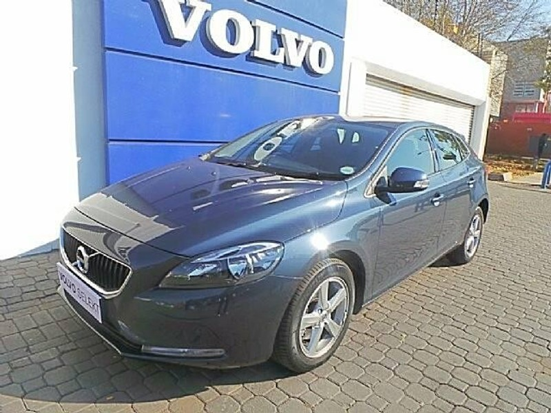 used volvo v40 t3 kinetic for sale in gauteng id 2607138. Black Bedroom Furniture Sets. Home Design Ideas