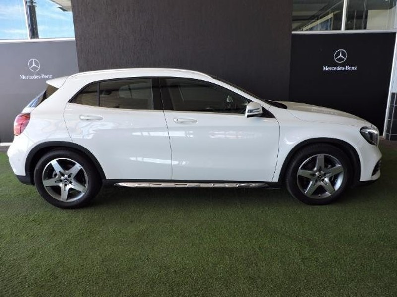 Used mercedes benz gla class 200 auto for sale in free for Mercedes benz seat belt purse