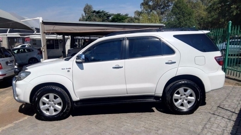 Used Toyota Fortuner 3 0d 4d 4x4 A T For Sale In Gauteng Cars Co Za Id 2705610