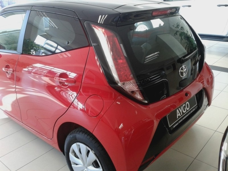 used toyota aygo aygo x play black for sale in gauteng id 2843078. Black Bedroom Furniture Sets. Home Design Ideas