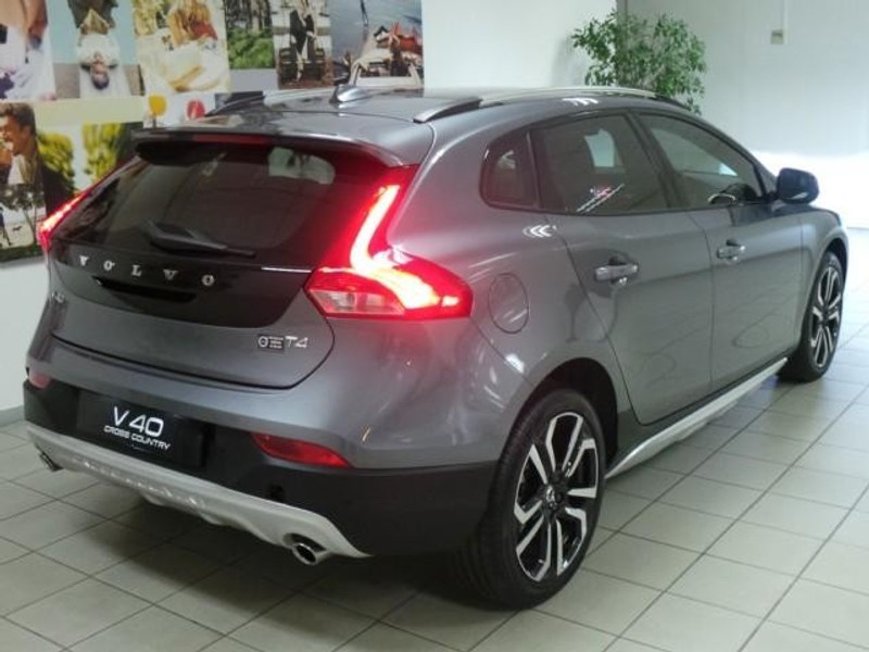 Used Volvo V40 CC T4 Momentum Geartronic for sale in Gauteng - Cars.co.za (ID:2853352)