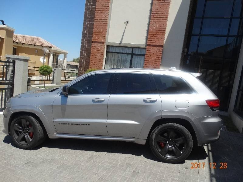used jeep grand cherokee 6 4 srt for sale in gauteng id 2916738. Black Bedroom Furniture Sets. Home Design Ideas